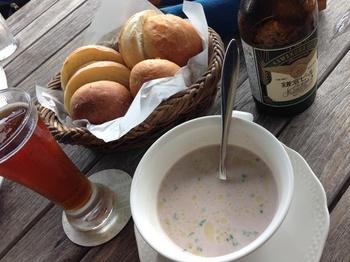 豆スープと焼きたてパン.jpg